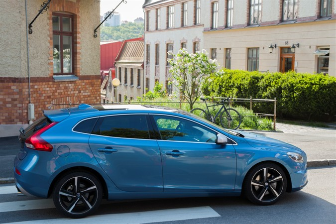 Volvo V40 R-Design - model year 2016, exterior Colour: Power Blue