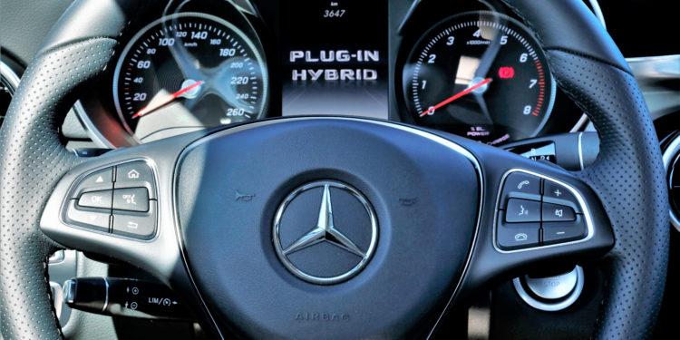 Mercedes C350E Plug-in Hybrid: Imponência Ecológica! 52