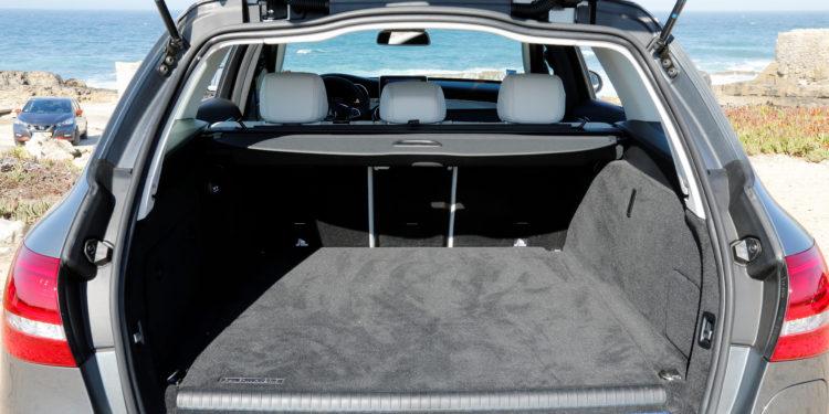 Mercedes C350E Plug-in Hybrid: Imponência Ecológica! 49