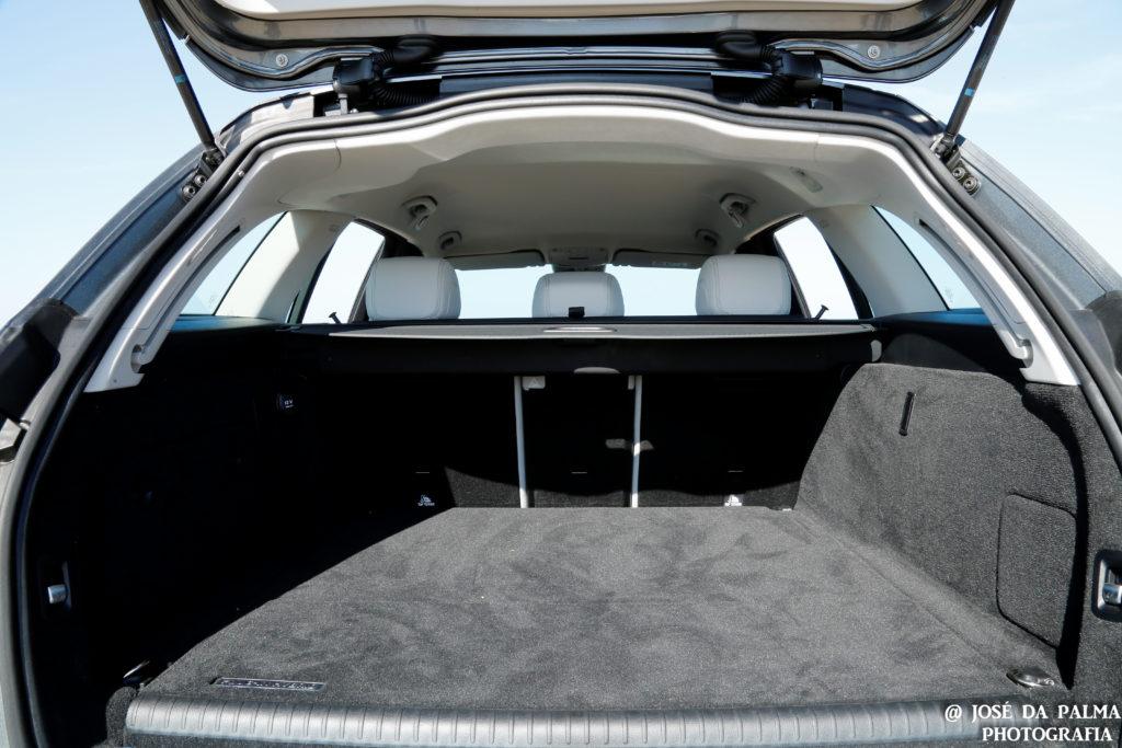 Mercedes C350E Plug-in Hybrid: Imponência Ecológica! 26