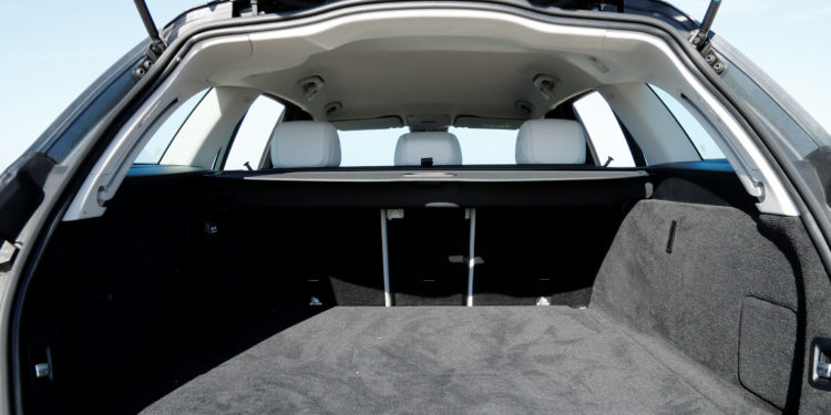 Mercedes C350E Plug-in Hybrid: Imponência Ecológica! 47