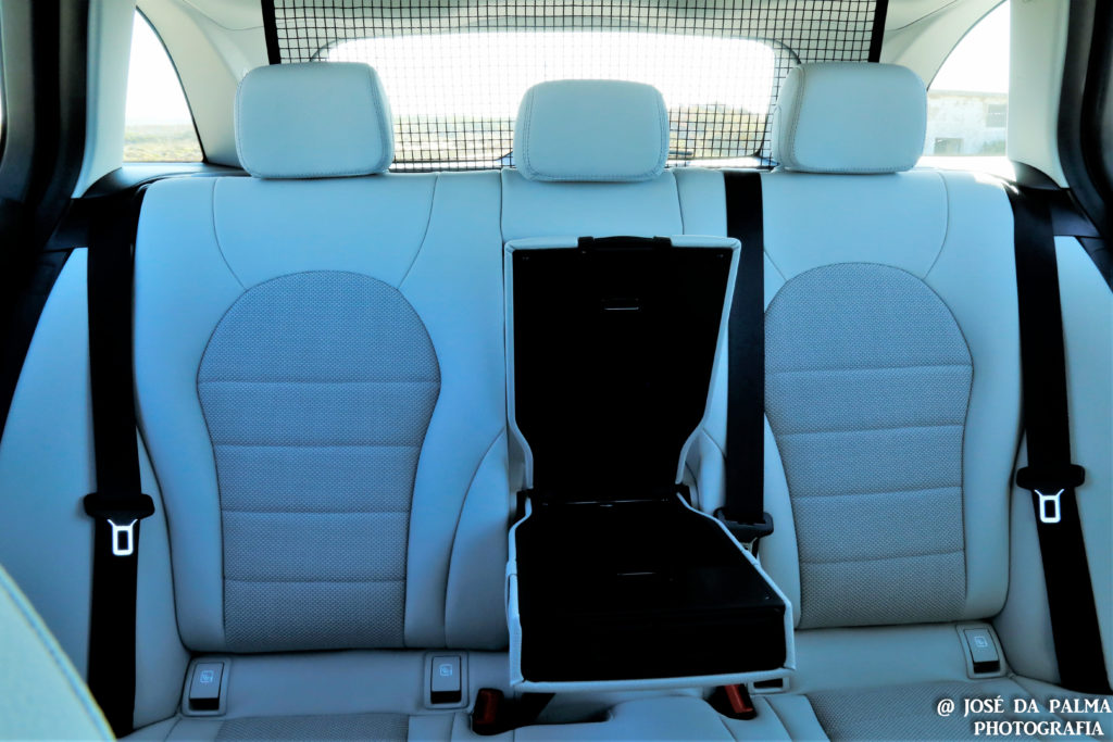 Mercedes C350E Plug-in Hybrid: Imponência Ecológica! 25