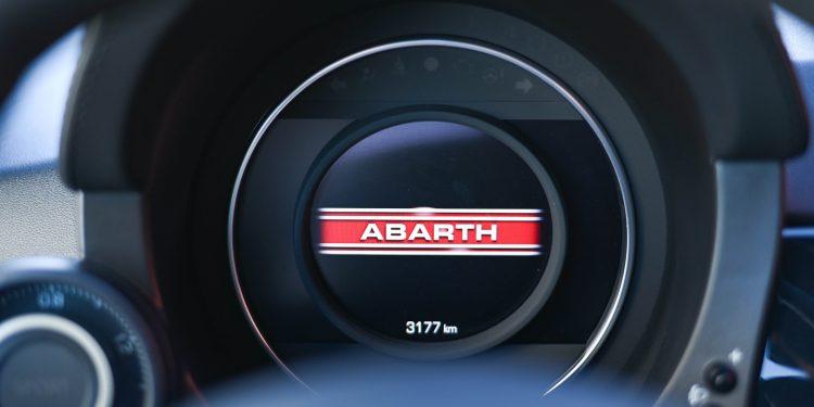 Ensaiámos o Abarth 595 Yamaha com a ajuda da Madalena Simões piloto da Yamaha Motor 7! 49