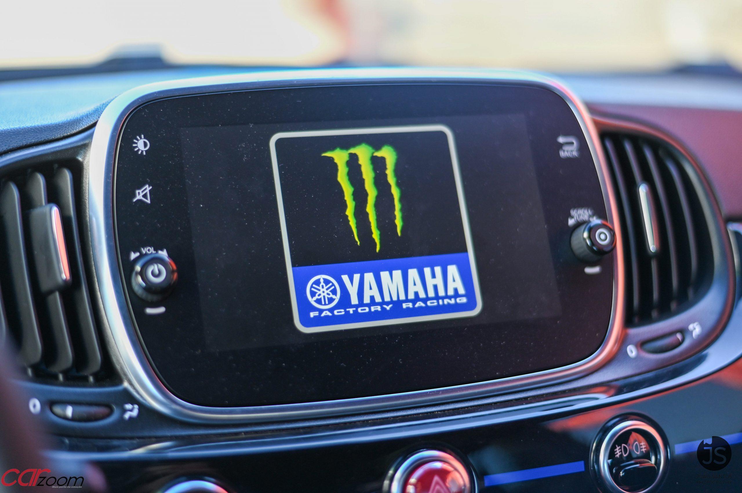 Ensaiámos o Abarth 595 Yamaha com a ajuda da Madalena Simões piloto da Yamaha Motor 7! 28
