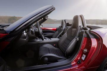 Mazda MX-5 Capota para baixo e volume no máximo 14